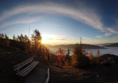 Sonnenaufgang beim Gipfelkreuz